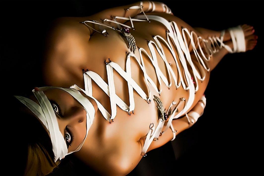 Bondage par piercing